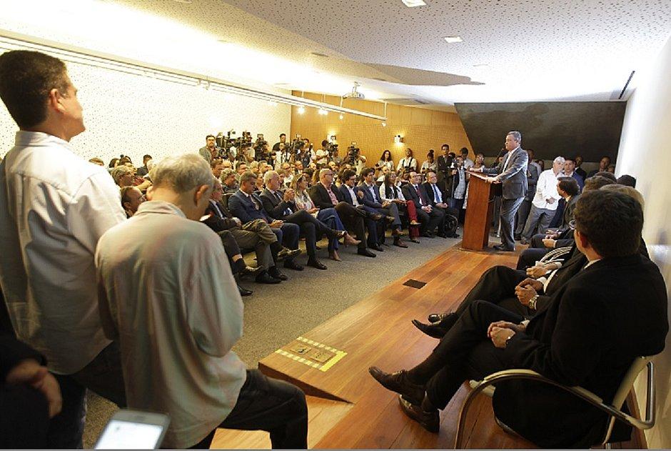 Governo diminui ICMS e companhias aéreas lançam voos para a Bahia