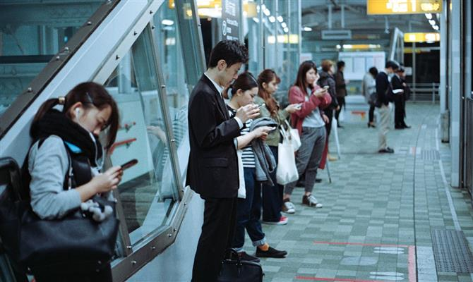 Viajantes digitais orientam estratégias de aeroportos até 2025