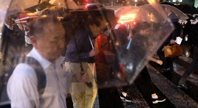 Japão cancela centenas de voos por iminente chegada de supertufão