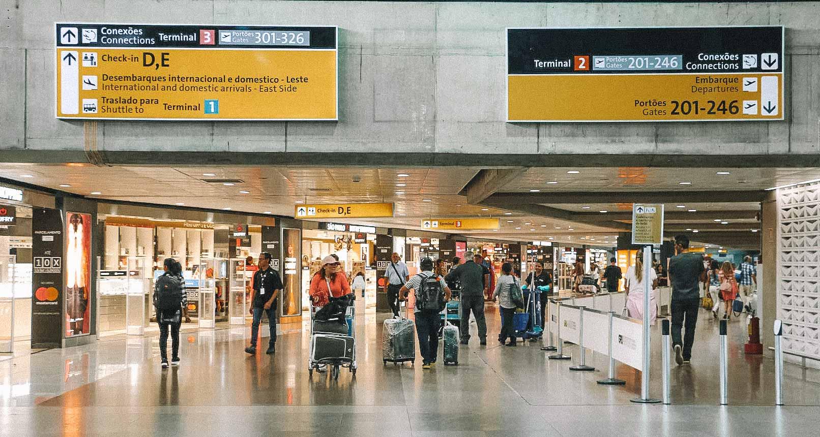 Veja como usar documentos digitais para embarcar em voos dentro do Brasil