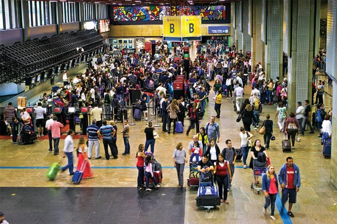 Companhias aéreas oferecem reembolso em voos de SP após fortes chuvas