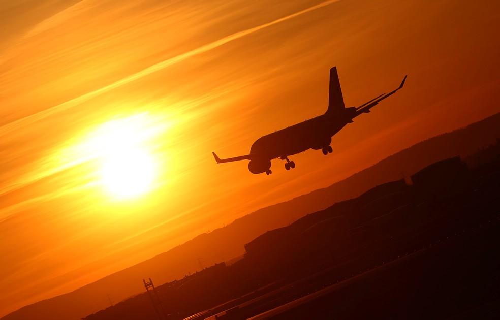 Brasileiros só podem viajar sem restrições para 8 países